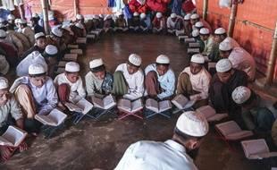 Des Rohingyas lors d'un enseignement religieux
