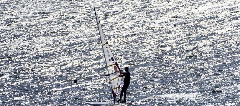 Un véliplanchiste coincé en mer secouru au bout de 17 heures au large de Marseille.