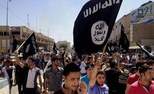 Drapeau du groupe Etat islamique en 2014 à Mossoul,en Irak