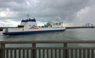 Calais, le 15 aout 2014. Un bateau de la compagnie My Ferry Link entre au port de Calais.