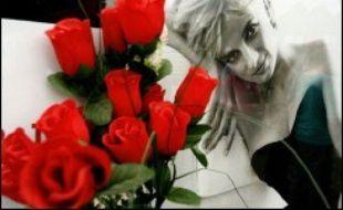 Fleurs et souvenirs en hommage à Diana