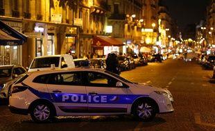 Des policiers à proximité des Champs Elysées, le 20 avril 2017, alors qu'une fusillade a éclaté en début de soirée sur l'avenue parisienne.