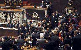La députée Véronique Massonneau entre dans l'Assemblée sous les applaudissements le 9 octobre 2013