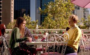 Dans la série diffusée sur Netflix, «Please Like Me», tout commence par une rupture.