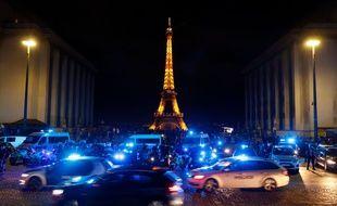 Des policiers manifestent au Trocadéro, le 14 juin 2020.