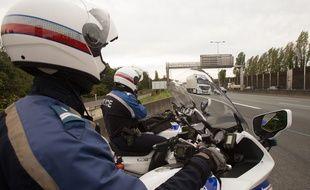 Des policiers lors d'un contrôle de vitesse