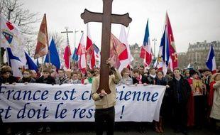 """Catholiques traditionalistes mobilisés contre la pièce de théâtre Golgota Picnic et défenseurs de la """"liberté de création"""" opposés à ce qu'ils appellent """"l'ordre moral"""" ont manifesté dimanche à Paris dans deux marches distinctes."""