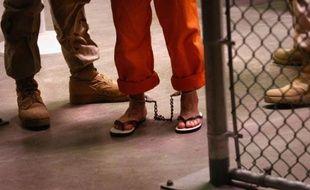 Trente et un généraux et amiraux américains à la retraite ont demandé mardi au président américain de tout faire pour fermer la prison de Guantanamo en accélérant notamment les transfèrements de détenus, dans une lettre publiée par l'organisation Human Rights First.