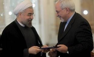 L'Iran est prêt à reprendre les négociations nucléaires avec les grandes puissances, a déclaré Mohammad Javad Zarif, le nouveau chef de la diplomatie lors d'un entretien téléphonique avec Catherine Ashton, la chef de la diplomatie européenne, ont rapporté dimanche les médias.