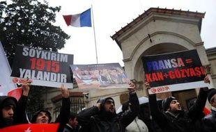En Turquie, majorité comme opposition se sont dressées vent debout contre la proposition de loi pénalisant le génocide arménien que les sénateurs français ont voté lundi soir, attestant d'un sentiment commun d'atteinte à l'honneur national.