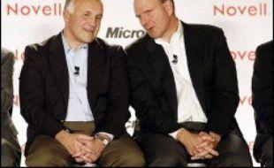 Le géant mondial des logiciels Microsoft, créateur de Windows, et la société informatique Novell, du camp adverse de la norme Linux, ont décidé de s'allier pour rendre compatibles leurs systèmes d'exploitation, une petite révolution pour l'industrie du logiciel.