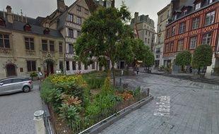 Un couple d'une vingtaine d'années a été retrouvé mort dimanche soir dans un appartement du centre-ville de Rouen.