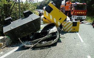 Mercredi matin, un poids lourd a perdu son chargement de blocs de béton à Taussac-la-Billière (Hérault). Ils sont tombés sur une voiture, et ont tué la conductrice sur le coup.