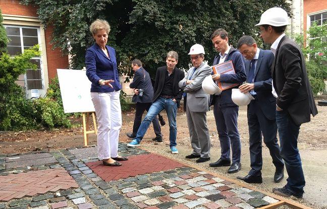 Le maire de Strasbourg, Roland Ries, et d'autres élus ont pu visiter le chantier ce vendredi.