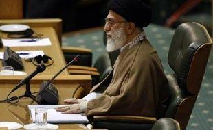 Le guide suprême iranien, l'ayatollah Ali Khamenei, a déclaré samedi que la République islamique changerait de comportement si le président américain Barack Obama modifiait l'attitude des Etats-Unis à son égard, lors d'un discours diffusé par la télévision d'Etat.