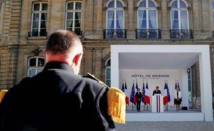 Emmanuel Macron salue l'engagement des armées pendant la crise sanitaire