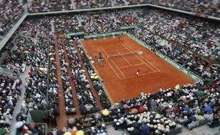 Le court central de Roland-Garros lors de la finale de l'édition 2012 entre Rafael Nadal et Novak Djokovic, le 10 juin.