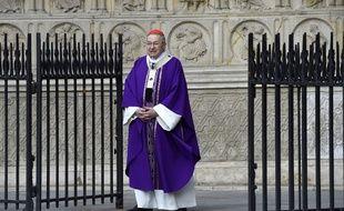 Le cardinal André Vingt-Trois à la sortie de la messe célébrée à Notre-Dame de Paris en hommage au père Jacques Hamel