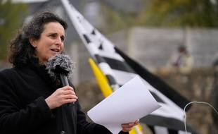 La journaliste bretonne Morgan Large, ici lors d'un rassemblement de soutien organisé à Rostrenen en avril 2021.