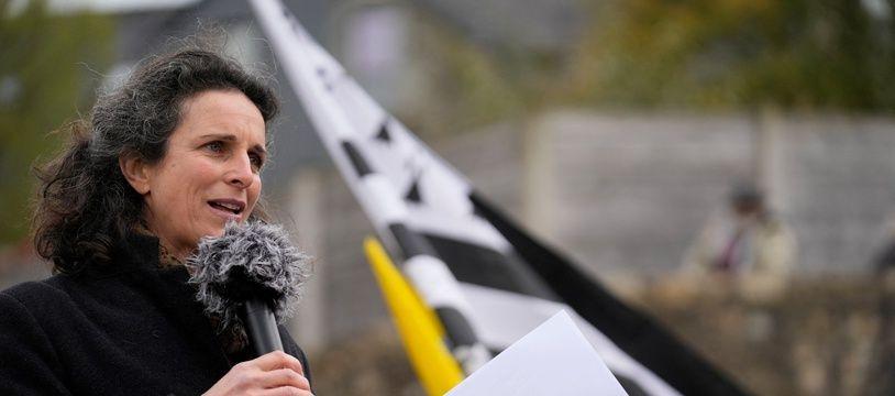 La journaliste bretonne Morgan Large, ici lors d'un rassemblement de soutien organisé à Rostrenen le 7 avril 2021.