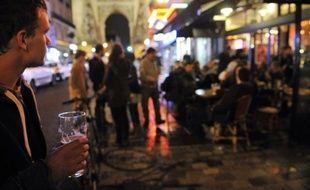 """Les 15-30 ans se considèrent globalement en bonne santé malgré un tabagisme en hausse et une multiplication des abus ponctuels d'alcool ou """"binge drinking"""", un mode de consommation en voie de généralisation chez les jeunes en Europe, selon une vaste enquête rendue publique mercredi."""