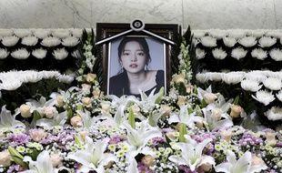 Un mémorial à Goo Hara a été installé devant l'hôpital St Mary à Séoul.