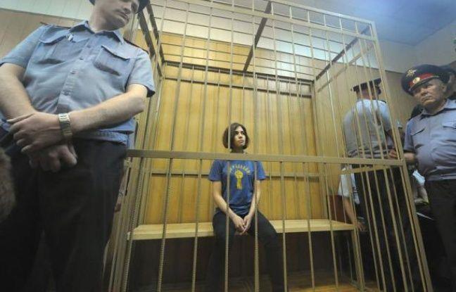 """Trois membres du groupe de punk anti-Poutine Pussy Riot accusées de """"hooliganisme"""" ont annoncé mercredi une grève de la faim pour dénoncer la décision d'un tribunal de leur accorder seulement cinq jours pour examiner leur dossier, une décision """"illégale"""" selon elles."""