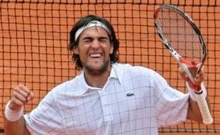 Le Français Jérémy Chardy, 145e mondial, a réussi l'exploit de battre David Nalbandian, 7e mondial, pour atteindre le troisième tour de Roland-Garros, grâce à un succès en cinq sets 3-6, 4-6, 6-2, 6-1, 6-2 jeudi.
