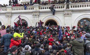 Des supporteurs de Donald Trump prennent d'assaut le Capitole, à Washington, le 6 janvier 2021.