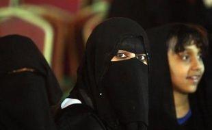 Une haute instance religieuse saoudienne a émis un avis interdisant le travail des femmes comme caissières dans les magasins alors que le gouvernement tente de favoriser l'emploi des Saoudiennes.
