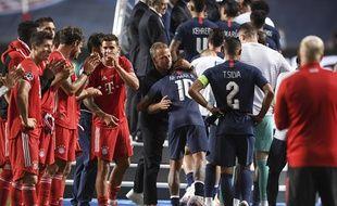 La haie d'honneur du Bayern Munich pour les Parisiens après la finale de la Ligue des champions.