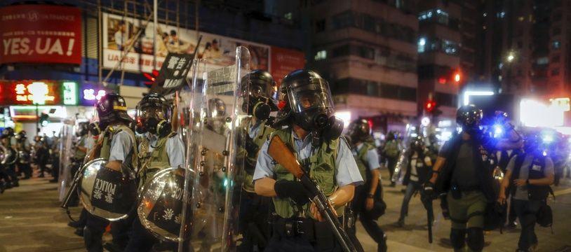 Des policiers anti-émeute déployés à Hong Kong le 14 août 2019