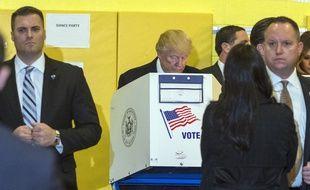 Donald Trump vote à New York lors de l'élection présidentielle américaine, le 8 novembre 2016.