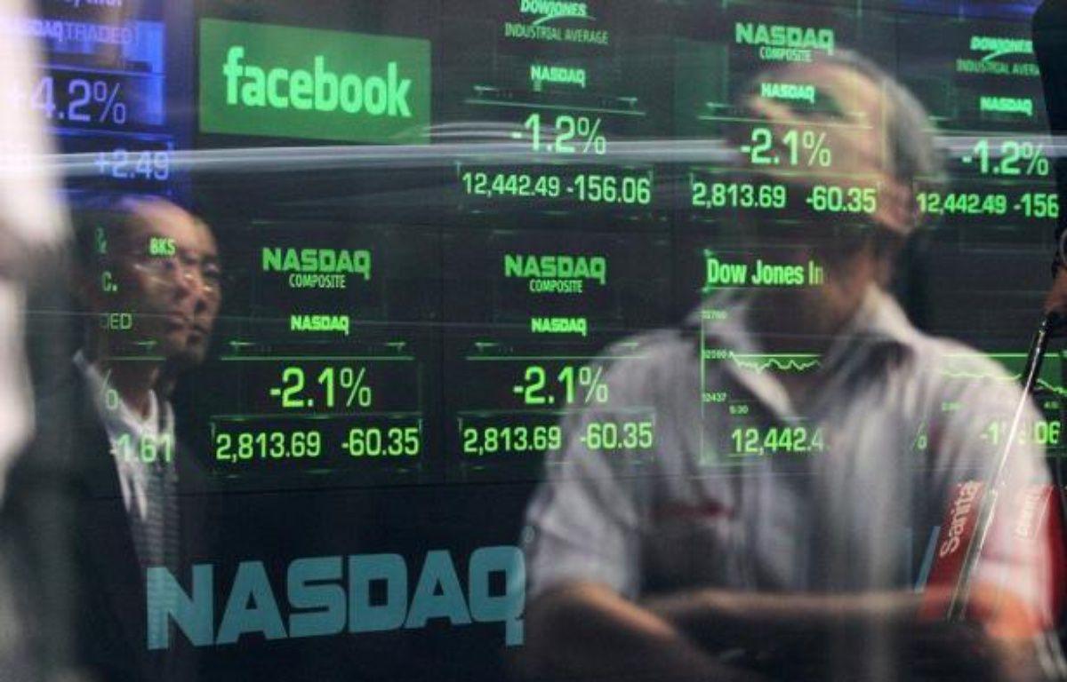 Les plaintes d'investisseurs qui s'estiment lésés par l'entrée en Bourse ratée de Facebook se multipliaient mercredi, visant à la fois le réseau social en ligne et les banques qui ont géré l'opération boursière. – Justin Sullivan afp.com