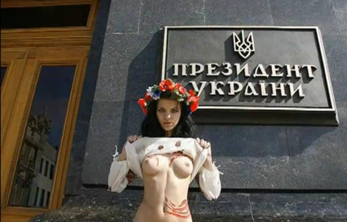 Capture d'écran d'une vidéo des activistes aux seins nus de FEMEN.  – 20MINUTES.FR