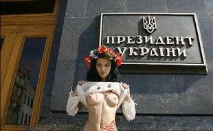 Capture d'écran d'une vidéo des activistes aux seins nus de FEMEN.