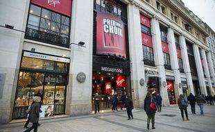 Vue de la facade du Virgin Megastore des Champs-Elysées (Paris), le jour  de l'annonce du dépot de bilan auprès du tribunal de commerce de Paris  par la direction, le 8 décembre 2013.
