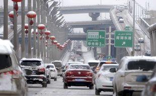 Circulation à Urumqi, capitale de la province ouïgour autonome du Xinjiang, dans le nord-est de la Chine.