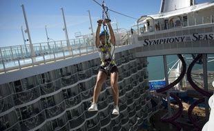 Des tours de tyrolienne sont proposés à bord du Symphony of the seas
