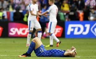 Le défenseur croate Domagoj Vida est effondré après avoir subi une drôle de remontée ce vendredi (2-2).