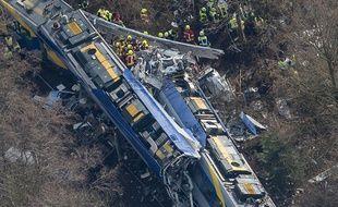 Un choc frontal entre deux trains régionaux, survenu mardi matin dans le sud de l'Allemagne.