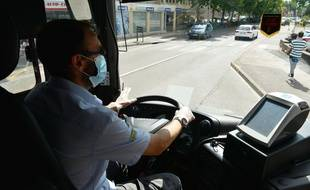 Les masques sont obligatoires dans la plupart des transports en commun. (illustration)