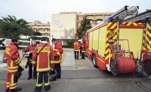 L'incendie d'une maison de retraite, qui a fait six morts dans la nuit de mardi à mercredi à Marseille, a été provoqué accidentellement par un pensionnaire de 75 ans qui tentait d'ouvrir un paquet de bonbons avec un briquet, a annoncé le parquet.