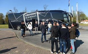 Un groupe de 17 soignants de Nouvelle-Aquitaine envoyés en renfort à Mulhouse dans le car des Girondins.