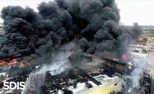 Un spectaculaire incendie s'est déclenché dans la nuit de mercredi à jeudi dans l'usine Lubrizol de Rouen, classée Seveso seuil haut.