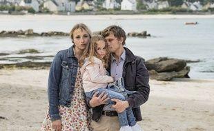 De gauche à droite: Chloé Jouannet, Thémis Terrier et Rod Paradot dans « Jamais sans toi, Louna ».