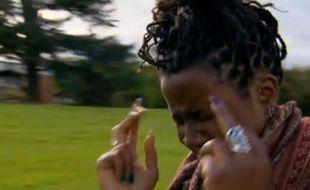 Capture d'écran du documentaire «I swear i can sing» de la BBC3, sur une jeune fille atteinte du syndrome Gilles de la Tourette.