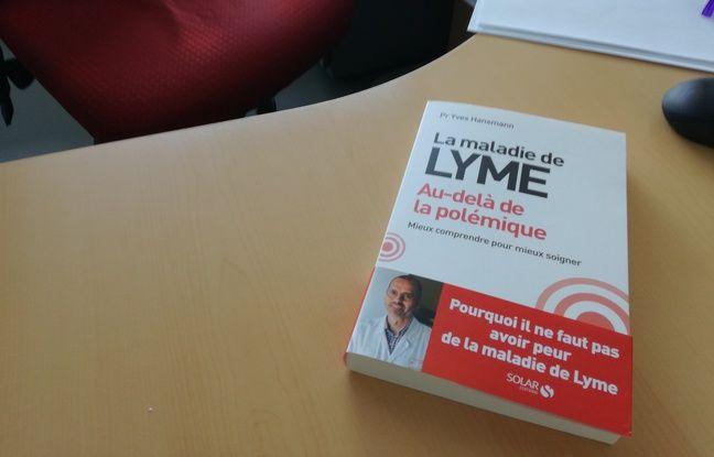 L'ouvrage La maladie de Lyme, au-delà des polémiques, du professeur Yves Hansmann, à la tête du service des maladies infectieuses des hôpitaux universitaires de Strasbourg.