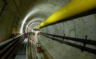 Il aura parcouru près de 2 km en cinq mois. Parti le 27 septembre du quartier de Gerland (7e), à Lyon, le tunnelier qui creuse sous le Rhône le prolongement de la ligne B du métro doit arriver à son terminus de la gare d'Oullins mercredi2 mars 2011.