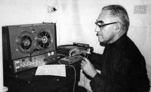 Photo non-datée de l'archevêque salvadorien Oscar Romero, défenseur des droits de l'Homme pendant la guerre civile
